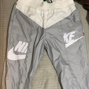 Brand new women's nike jogger with tag